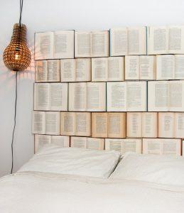Wand voller Bücher